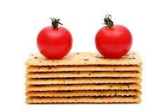 咸薄脆饼干用蕃茄 免版税库存照片