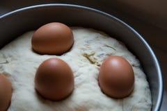 咸蛋糕:Tortano Napoletano o Casatiello 免版税库存照片