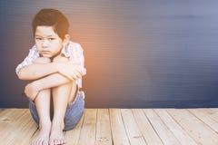 哀伤亚裔的男孩 免版税库存图片