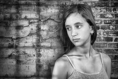 哀伤和孤独的十几岁的女孩 免版税库存照片