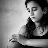 哀伤和孤独的女孩 免版税库存图片