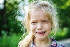 哀伤小女孩哭泣 图库摄影