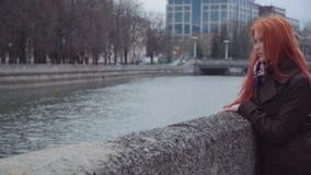 哀伤的孤独的姜妇女 影视素材