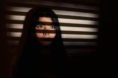 哀伤的害怕的女性 库存图片