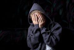 哀伤的少年 免版税库存图片