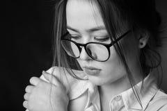 哀伤的沉思女孩 免版税库存照片