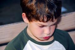 哀伤的男孩 库存照片
