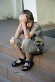哀伤的男孩 免版税库存照片