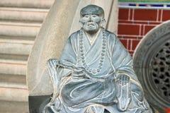 哀伤的石中国人菩萨雕象 免版税图库摄影