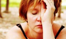 哀伤的红发妇女画象  免版税库存图片