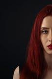 哀伤的红发妇女 免版税图库摄影