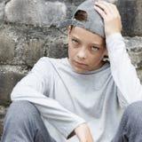 哀伤的青少年的户外 免版税图库摄影