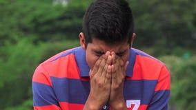 哀伤的青少年的男孩充分哀痛 免版税图库摄影