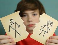 哀伤的青春期前的男孩不快乐关于父母离婚 免版税库存图片