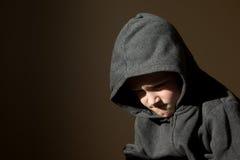 哀伤的翻倒疲乏的担心的小孩(男孩) 免版税库存照片