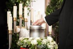 哀情-葬礼和公墓 免版税库存照片