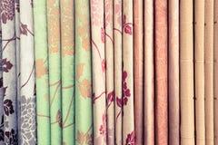 织品倍数堆积了美妙地被安排的背景 免版税图库摄影