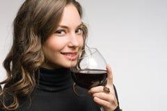 品尝极大的酒。 免版税库存照片