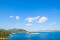 品柱卡奇亚海岸在一个晴天 免版税图库摄影