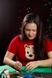 从织品树的女孩裁减 免版税库存照片