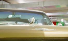 品牌卡迪拉克黄金国的商标1962年 图库摄影