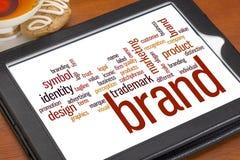 品牌在数字式片剂的词云彩 库存照片