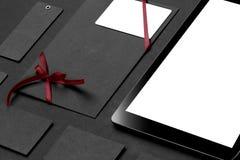 品牌身份大模型 空白的公司文具和小配件 免版税图库摄影