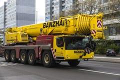 品牌Liebherr的重的移动式起重机在柏林,德国 免版税库存图片