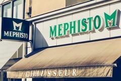 品牌Mephisto的鞋店的前面 免版税图库摄影
