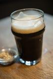 品脱烈性黑啤酒 免版税库存图片