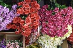 织品花在花店 免版税图库摄影