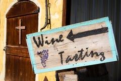 品酒标志新墨西哥葡萄园外 库存图片
