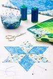 织品金刚石片断为缝合的被子做准备 免版税库存照片
