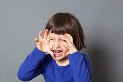 哄骗乐趣精力充沛的学龄前孩子的妖怪概念 免版税库存照片