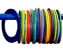 哄骗比赛-五颜六色的玩具木圆环 库存图片