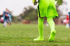 哄骗足球橄榄球-绿色守门员jer的小守门员 库存图片