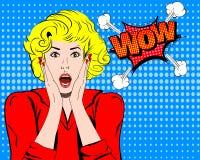 哇 Wow面孔 Wow表示 有开放嘴传染媒介的惊奇的妇女 流行艺术好奇女子 Wow情感 可笑的Wow 免版税库存照片