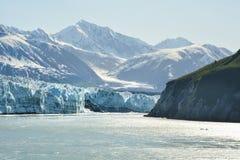 哈伯德冰川在一多云天 免版税库存照片