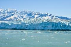 哈伯德冰川在一多云天 图库摄影