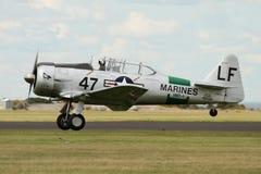哈佛Warbird航行器着陆 免版税库存照片