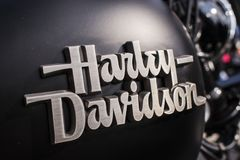 哈利戴维森在摩托车水库的商标标志在捷克马达季节开头 免版税库存图片