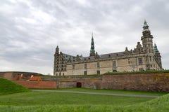 哈姆雷特` s城堡的绿色领域 免版税库存图片