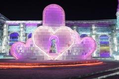 哈尔滨冰节日2018年-爱心脏-冰和雪大厦,乐趣, sledging,夜,旅行瓷 免版税库存照片