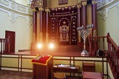 哈尔科夫,乌克兰- 2014年12月17日:哈尔科夫合唱犹太教堂内部 免版税库存图片