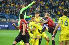 哈尔科夫,乌克兰- 2017年9月02日:行动的足球运动员 库存照片
