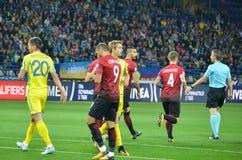 哈尔科夫,乌克兰- 2017年9月02日:行动的足球运动员 免版税库存照片