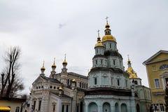 哈尔科夫12月2017年,乌克兰:Pokrovksky修道院,一个男性正统修道院,是最旧的哈尔科夫大厦 库存图片