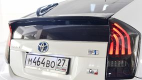 哈巴罗夫斯克,俄罗斯- 2014年8月3日:在停车场的丰田Prius美国兵在2014年8月3日的哈巴罗夫斯克 免版税图库摄影