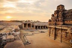 哈扎拉Rama寺庙美丽的古老废墟在亨比 库存照片