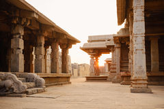 哈扎拉Rama寺庙美丽的古老废墟在亨比 免版税库存图片